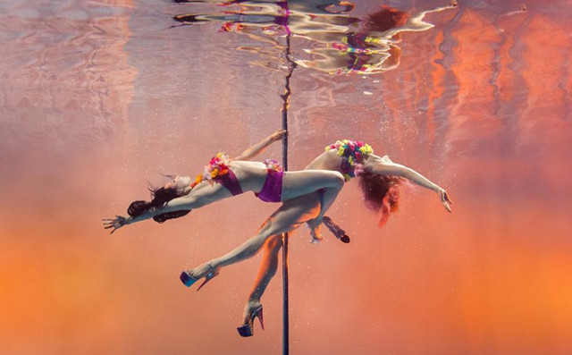 Amazing photography works of pole dancing under water