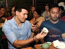 Expats in Shanghai enjoy porcelain party