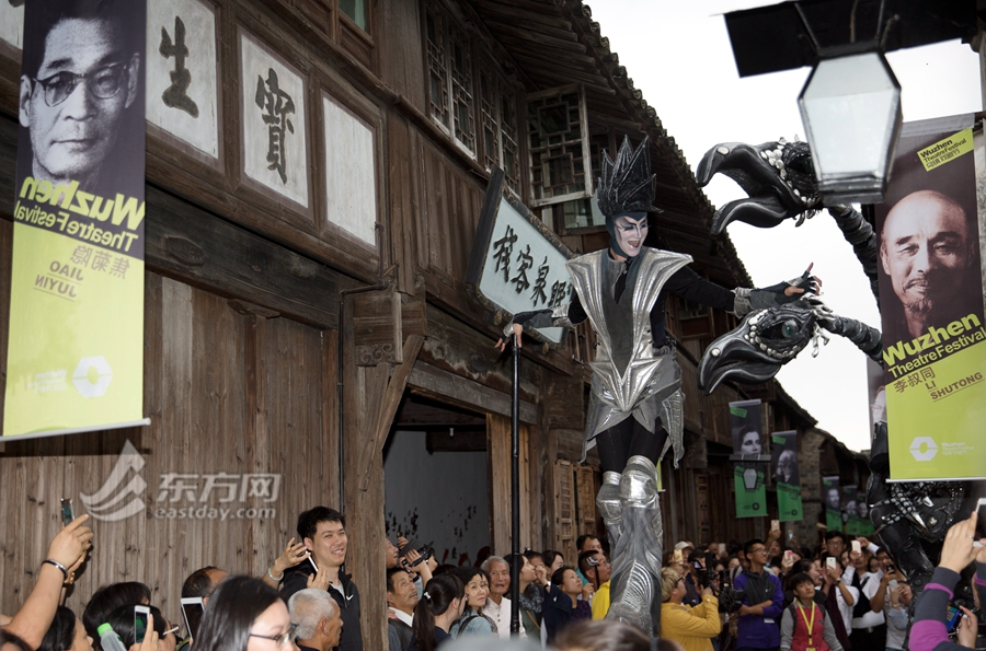 Happy carnivals during Wuzhen Theatre Festival