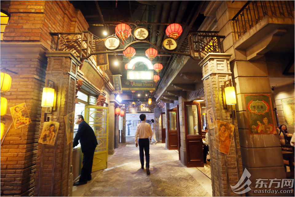 """Alley"" in a shopping mall transports visitors back to Shanghai in 1930s"