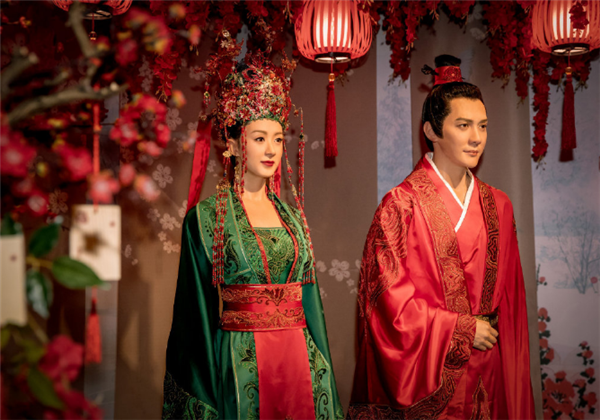 'Minglan Couple' appears at Madame Tussauds Shanghai