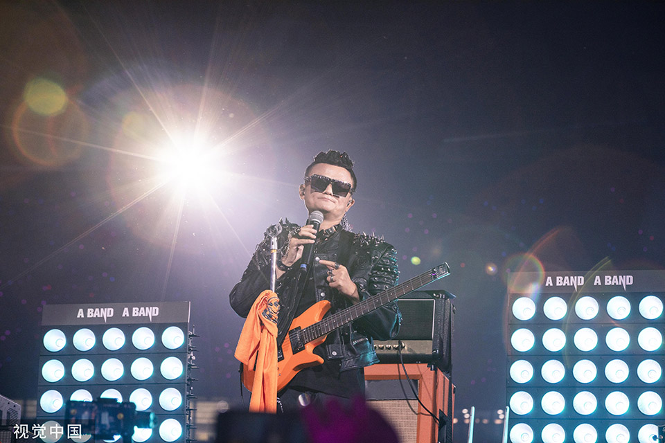 Jack Ma's farewell in Hangzhou with rock star show